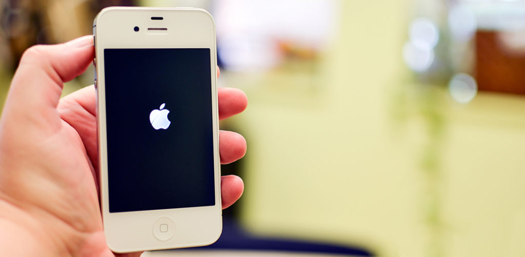 iPhone-4S-power-up