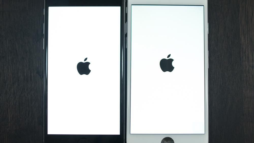Оригинал слева, справа — копия дисплея iPhone 6