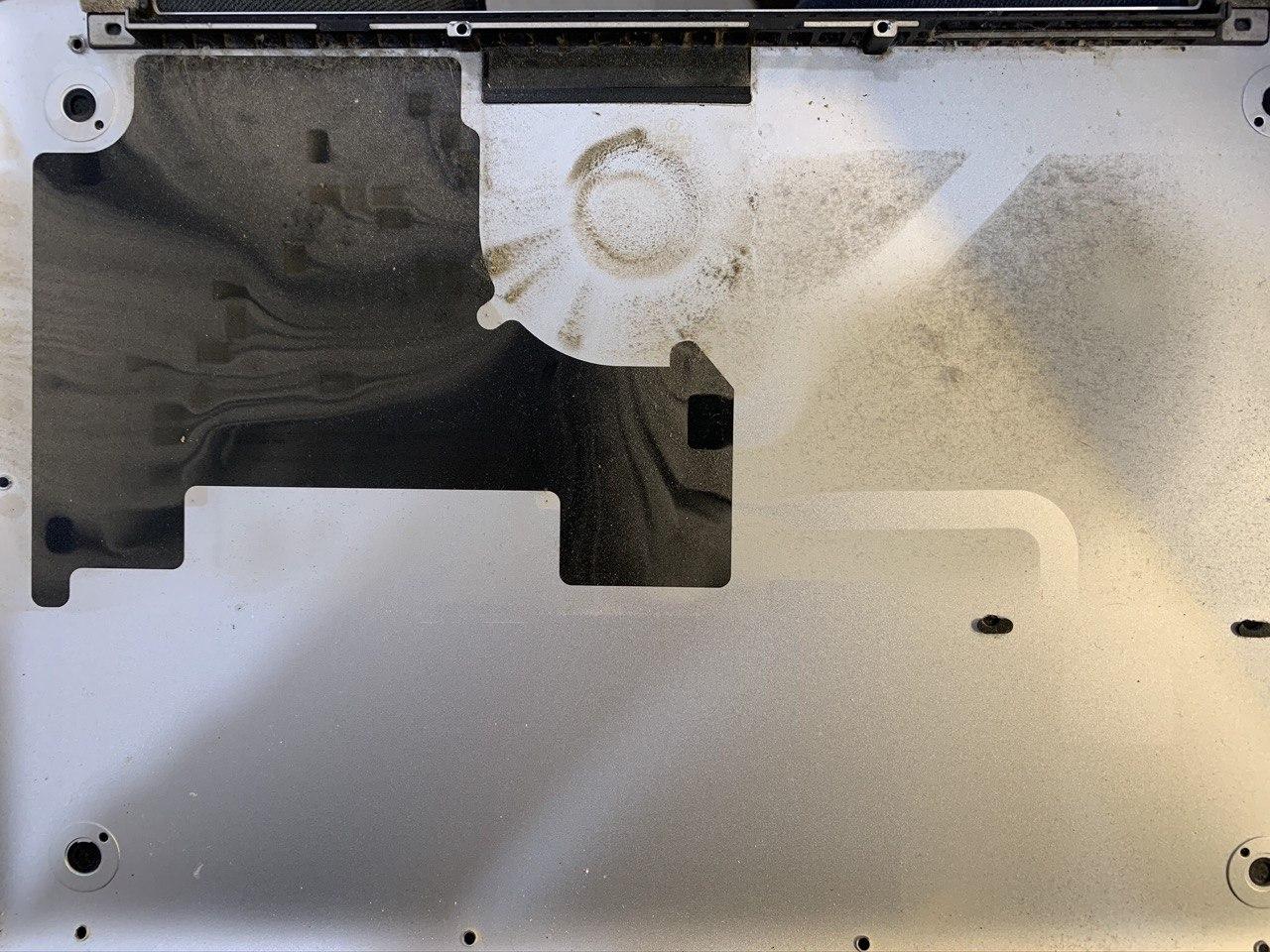 нижняя крышка MacBook Pro
