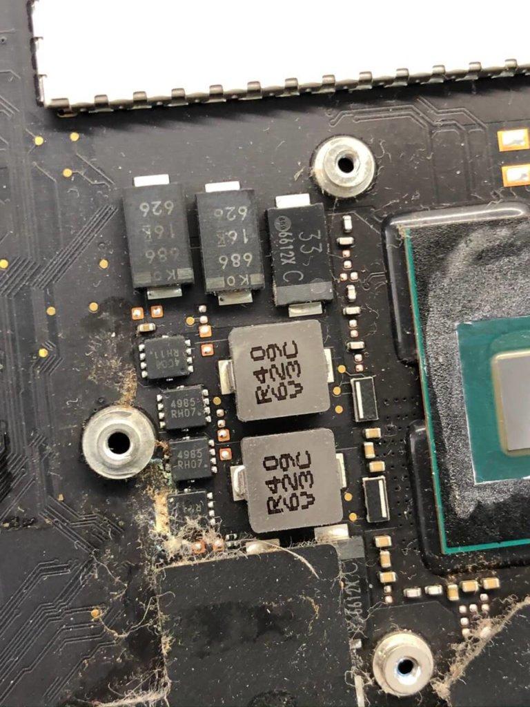 MacBook Pro повреждения на плате после кофе