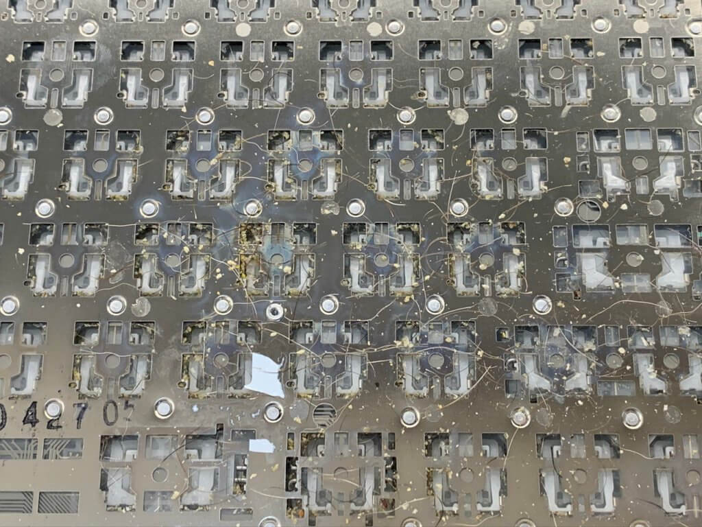 мусор под клавиатурой MacBook Air